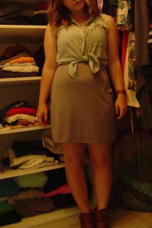 green moms shirt - silver Dex dress - brown sirens boots