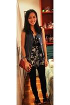 pink Mango purse - blue Poisonberry vest - black Fox top - black F&H jeans - bla