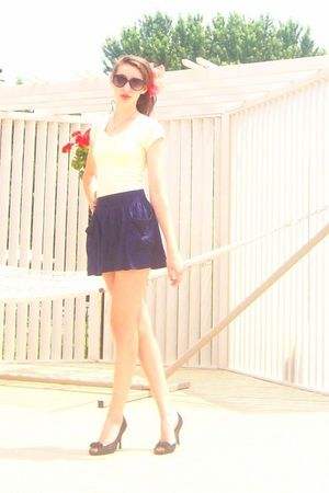 Forever 21 skirt - yellow Forever 21 t-shirt - vintage - Old Navy sunglasses - b