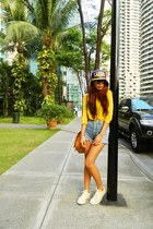 deep purple NBA hat - yellow thrifted top
