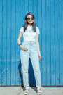 White-cropped-t-shirt-light-blue-mom-jeans-guess-jeans