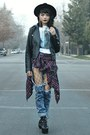 Black-tobi-boots-white-cotton-hot-topic-shirt-blue-acid-wash-tobi-pants