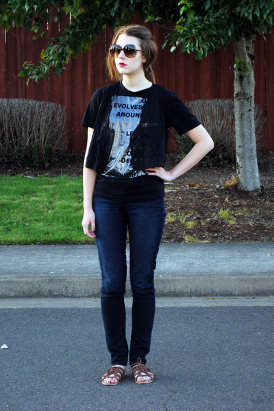 blue postage jeans - brown urbanoutfitters shoes - black Zara t-shirt - black ki