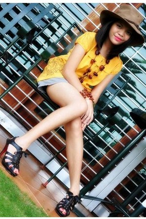 brown accessories - Cowboy hat - brown shorts - yellow blouse