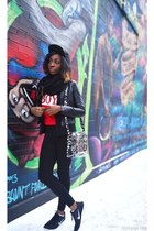 black snapback hat - red graphic sweater - black leggings H&M leggings