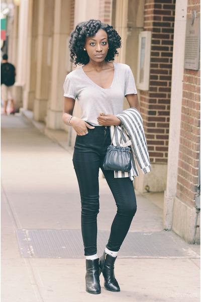 black leather Clarks boots - black denim Levis jeans