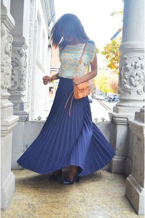 navy pleated skirt Sharon E Clarke skirt - bronze clutch Rebecca Minkoff bag