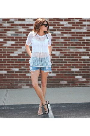 white mesh vintage top - denim Levis shorts