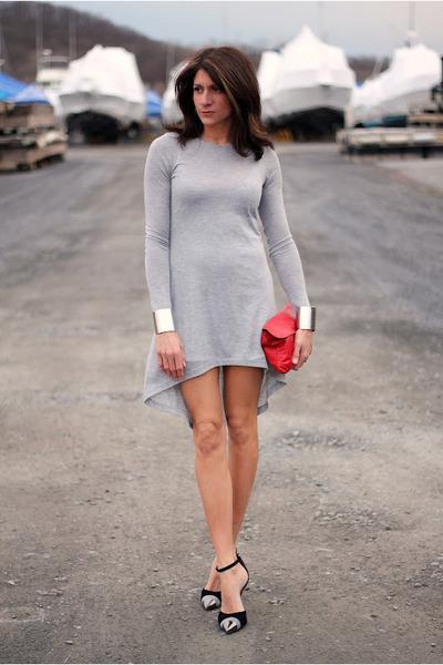 e0ddfa1d9f1 heather gray dress - red bag - black heels - silver cuffs bracelet