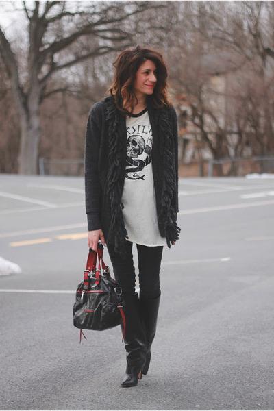 off white graphic t-shirt - black Manolo Blahnik boots