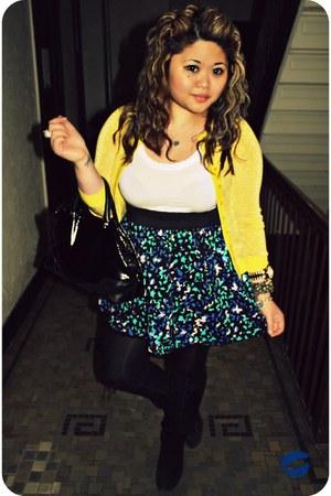black beresford opus kate spade bag - yellow lurex Alice & Olivia cardigan - blu