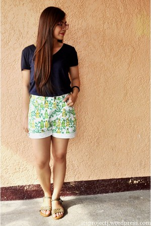 v-neck Forever21 shirt - printed versace shorts - tribal print Parisian sandals