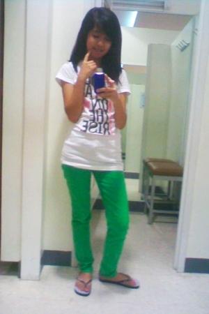 Aeropostale shirt - I dont know jeans - Havaianas