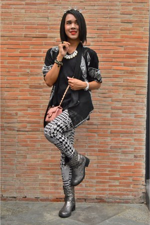 Terranova boots - printed Balmain leggings - black Chaps shirt