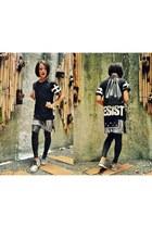 black Forever 21 leggings - Cordes & Totes bag - snakeskin Aldo sneakers