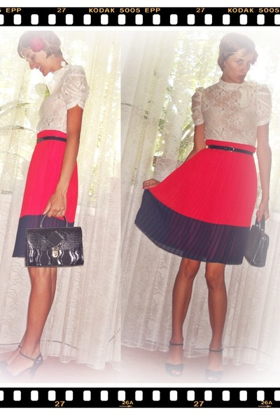 red Atmosphere skirt - black vintage bag - black Leonardo sandals
