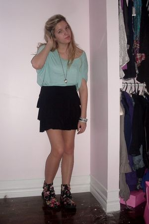 blue Forever21 sweater - black Sirens skirt - black Aldo boots