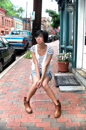 blue H&M top - white H&M vest - blue American Eagle shorts - brown boots