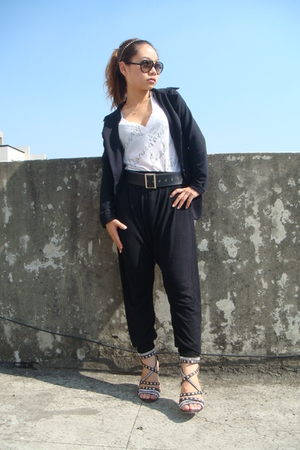 black blazer - white t-shirt - black belt - black pants - black shoes