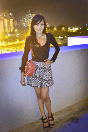 black cotton on top - black cotton on skirt - dark brown NYC shoes - ruby red Mi