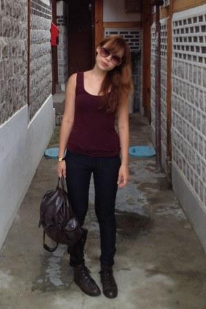 dark brown boots - navy dark denim Forever 21 jeans