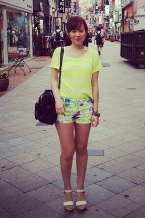 light yellow shorts - black snakeskin Charles & Keith bag