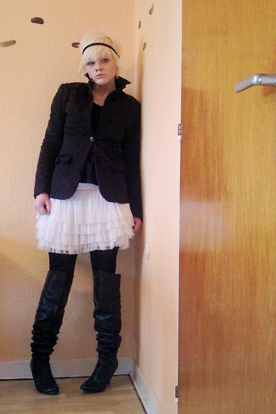 white H&amp;M skirt - black New Yorker blazer - black Young Spirit shoes - black shi