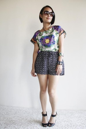 purple random from Bangkok shirt - black Femme Elegante shorts