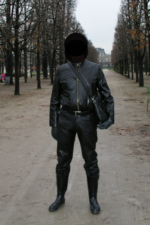 black jacket - jeans - boots - gloves