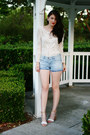 Light-blue-david-kahn-shorts-off-white-express-blouse-camel-zara-heels