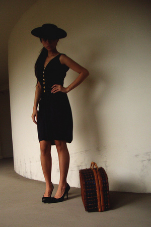 hat - vintage dress - Nine West shoes - thrifted purse