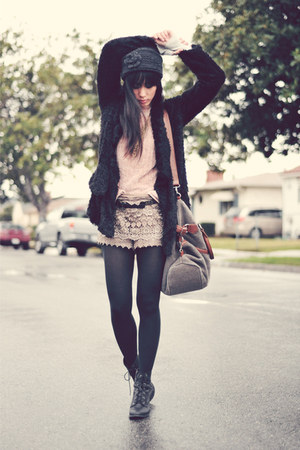 camel lace Exstaza shorts - black lace-up Forever 21 boots