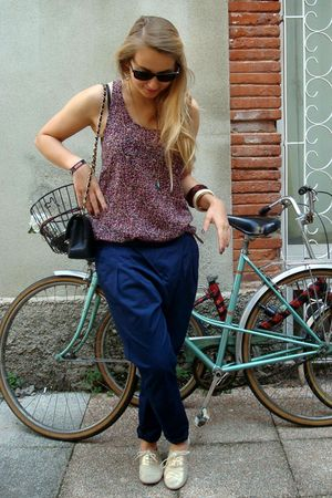 red The Kooples top - blue Zara pants - yellow ANDRE shoes - black Chanel access