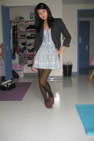 black blazer - blue dress - gold tights - black tights - brown shoes - purple sc