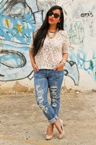 Boyfriend Jeans and lace