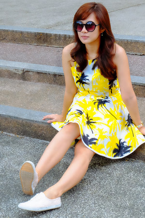 basic Forever 21 sneakers - yellow terno apartment 8 top