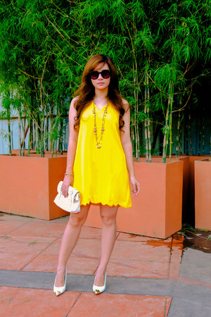 yellow tent apartment 8 dress - black sunnies zeroUV glasses