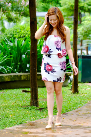 crimson floral Bottomline Clothing dress - tan nude tonic heels