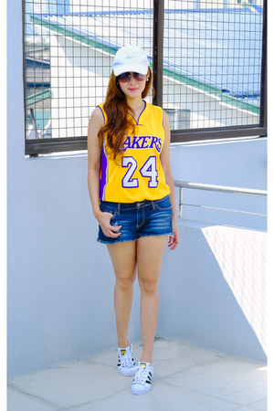 gold lakers jersey NBA Store top - white superstar sneakers