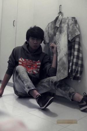 brown nike sneakers - acid wash Oxygen jeans