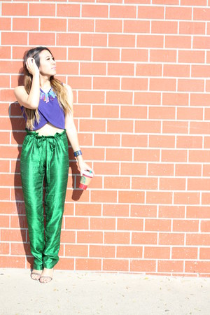 Oia Jules necklace - green Asha Mia pants - crop top Nasty Gal top