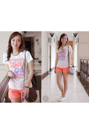 orange Gap shorts - white Island Souvenir top