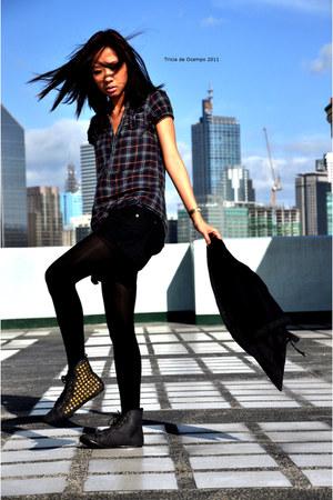 black studded Hong Kong shoes - black Forever 21 leggings - black Forever 21 sho