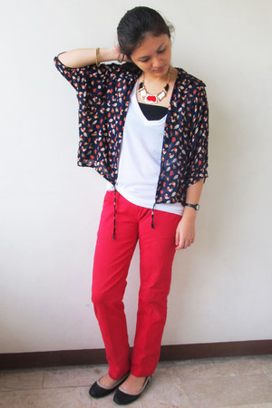 navy blouse - white Forever 21 t-shirt - red pants - black flats - necklace