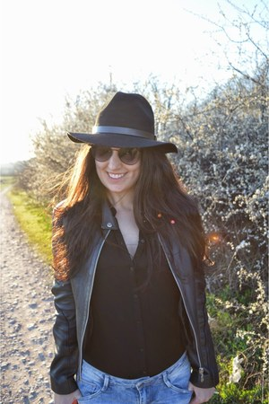 black Stradivarius boots - light blue Zara jeans - black H&M hat