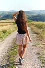 Black-new-yorker-top-cream-floral-bershka-skirt