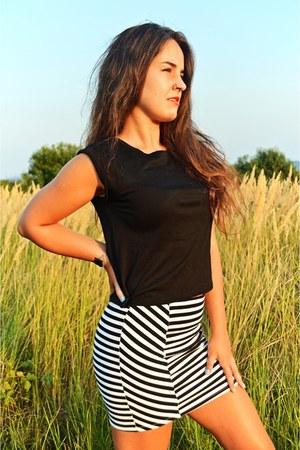 black New Yorker top - off white stripes pull&bear skirt
