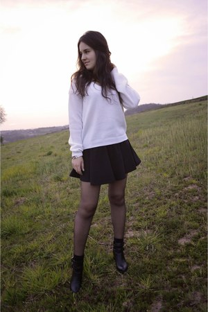 black Stradivarius boots - off white c&a sweater - silver H&M bracelet