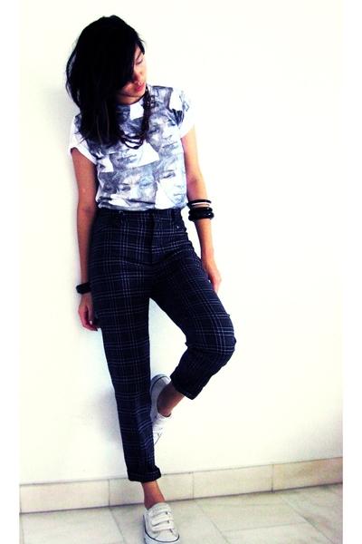 t-shirt - pants - shoes - necklace - accessories