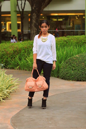 peach bag from ava Ava Tes closet bag - black booties Primadonna boots